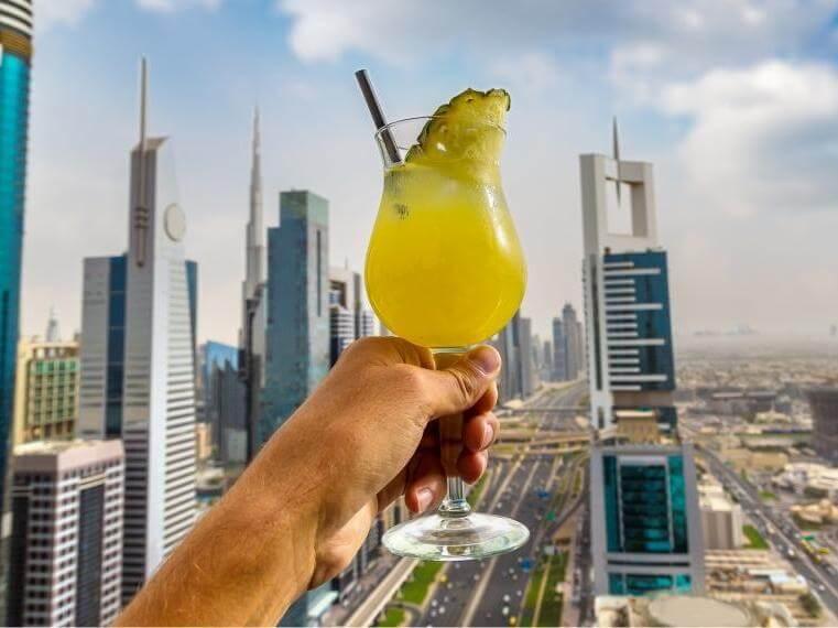 В Дубае туристам разрешили покупать алкоголь в магазинах