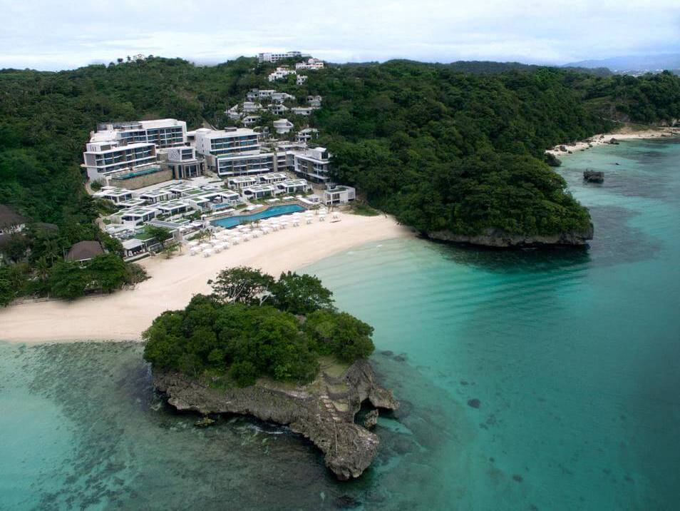 Crimson Resort and Spa Boracay 5*