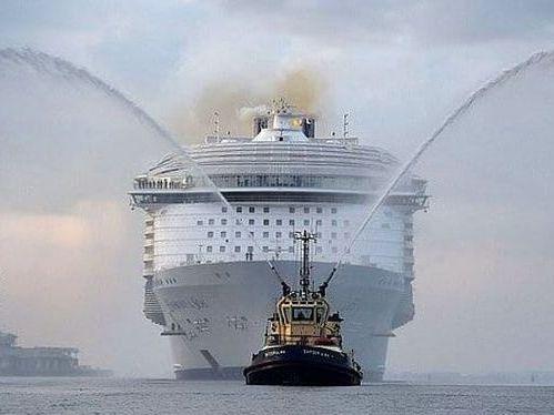Сошёл на воду самый крупный корабль в истории