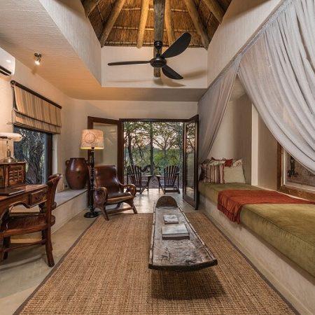 Bush-Lodge-Luxury-Suite-Lounge-1200px