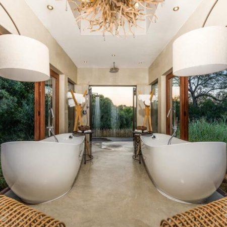 Bush-Lodge-Luxury-Villa-Bathroom-web-1-900x601