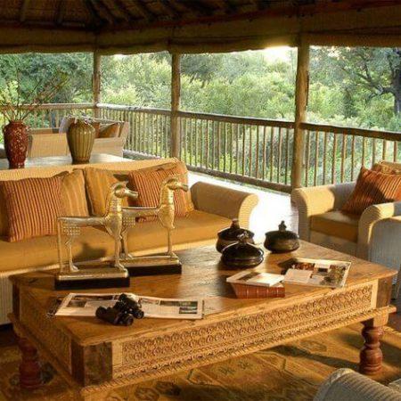 lounge-sabi-sabi-bush-lodge-1-900x473